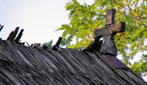 dealu_ocii-biserica_de_lemn-cruce_de_coama